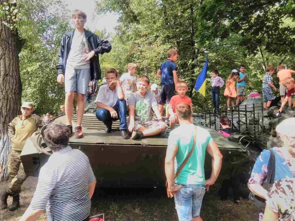 Геращенко показала, как отметили День Независимости в прифронтовой Авдеевке (фото)