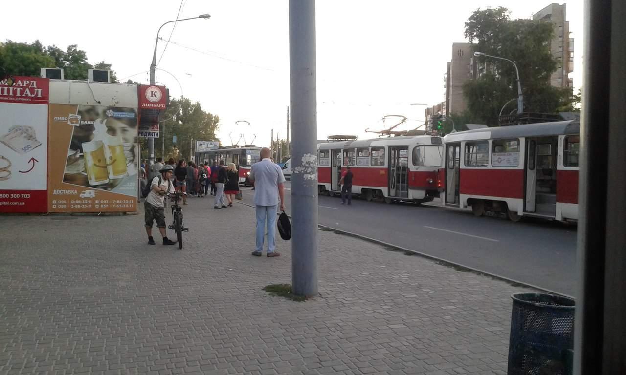 Харьковчанин выпал из трамвая и разбил голову (Фото)