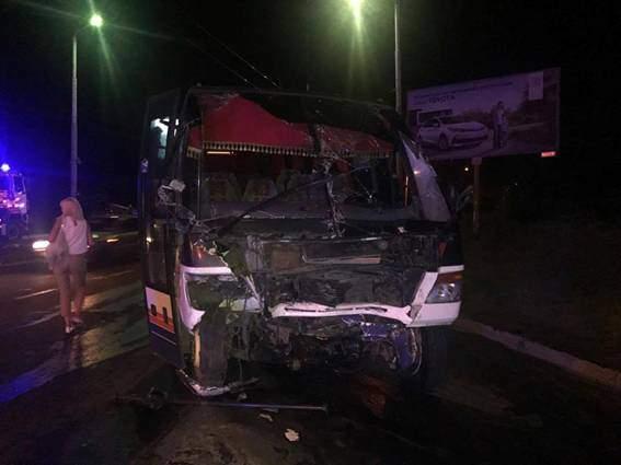 Рейсовый автобус «Измаил - Одесса» и внедорожник стали участниками масштабной смертельной аварии (фото)