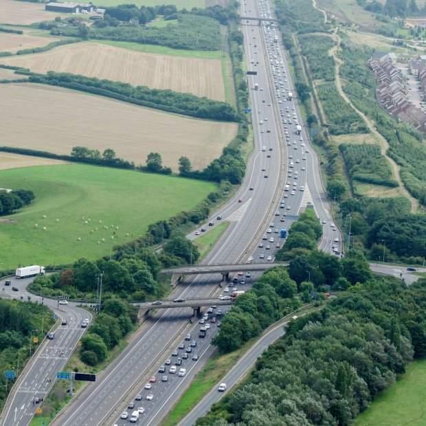 В Великобритании случилось масштабное ДТП: погибли 8 человек (Фото)