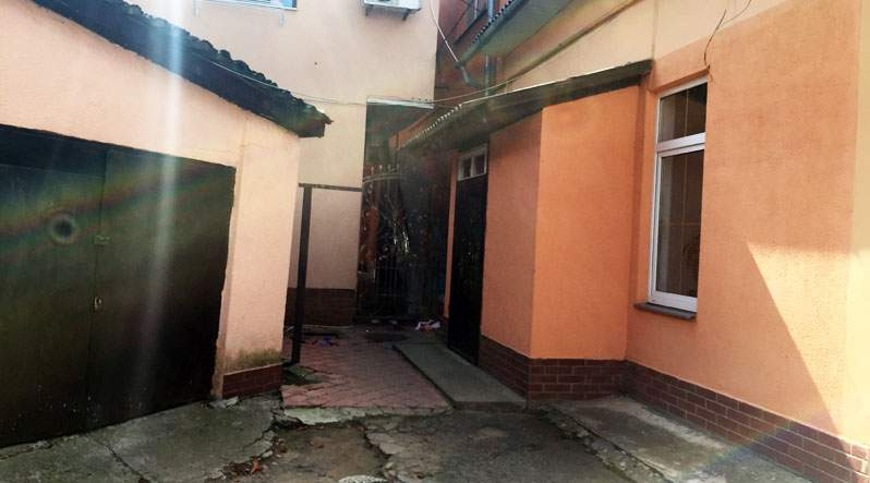 В центре Ужгорода от потери крови умер мужчина (фото)