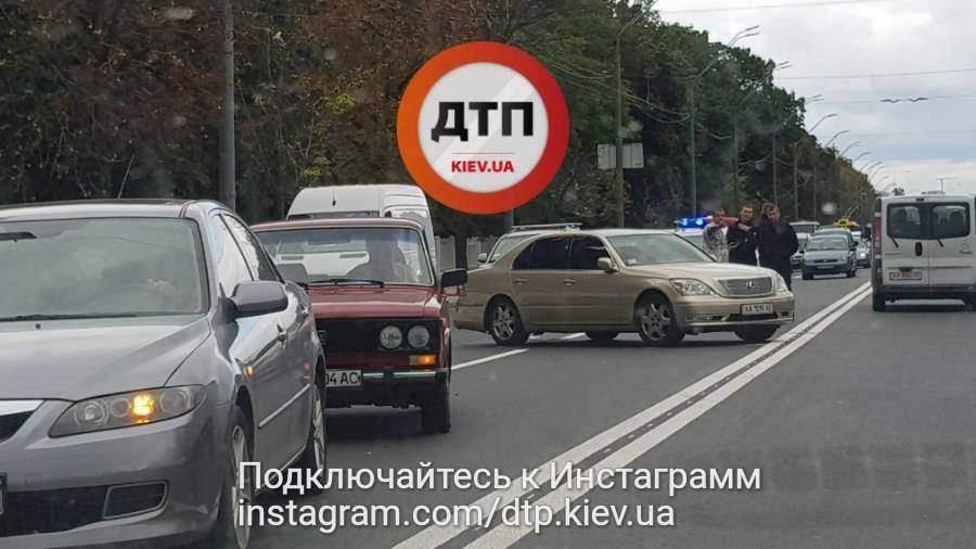 В столице сформировалась огромная пробка из-за столкновения 3 авто (Фото)
