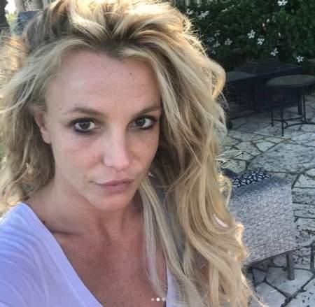 Американская певица опубликовала забавные фото себя