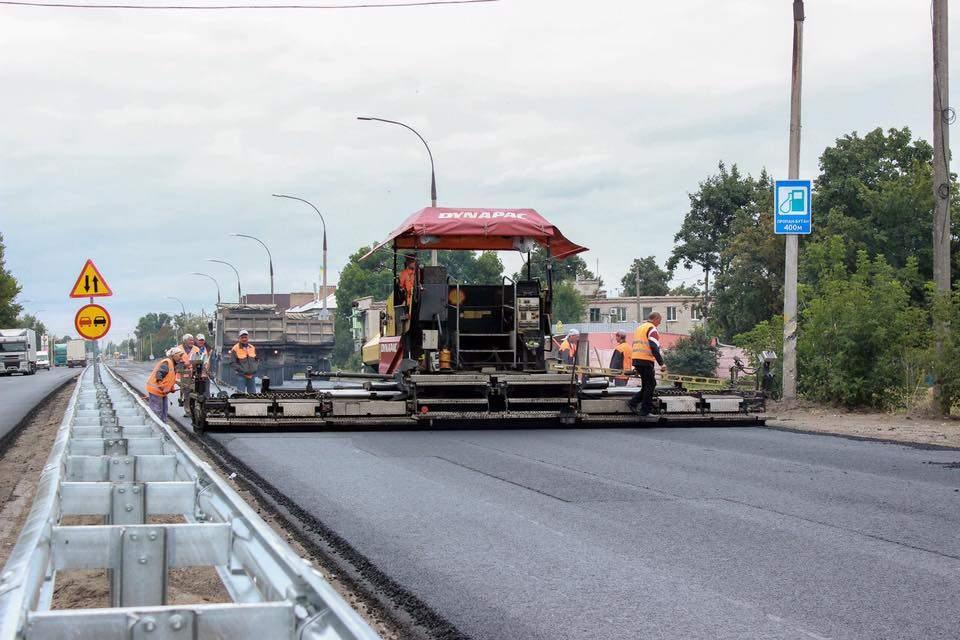 Продолжается капитальный ремонт трассы Днепр - Петриковка - Царичанка (Фото)
