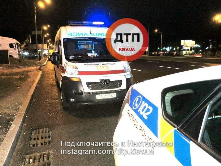 В сети опубликовали жуткие кадры ночного ДТП в Киеве (Фото)