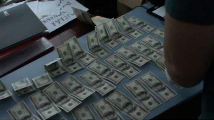 В Ровно СБУшники нашли наркотики в кабинете депутата-взяточника (Видео)