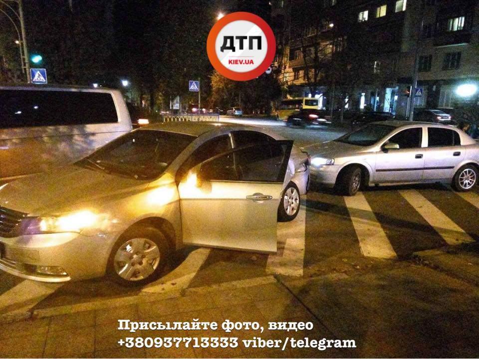 В столице произошла крупная авария с участием нескольких авто (Фото)