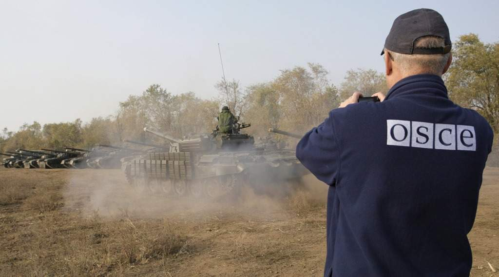 В ОРДЛО беспилотники ОБСЕ зафиксировали неотведённые танки и гаубицы