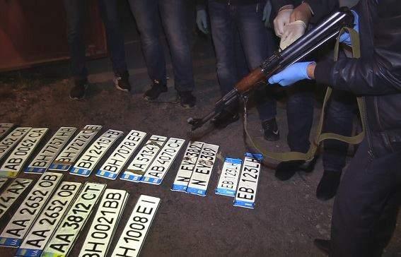 В Киеве ликвидировали преступную группировку, державшую в страхе бизнесменов (фото)