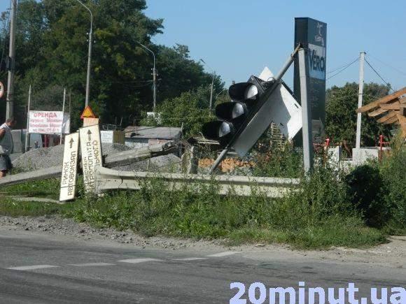 В Тернополе произошло масштабное ДТП с летальным исходом (Видео)
