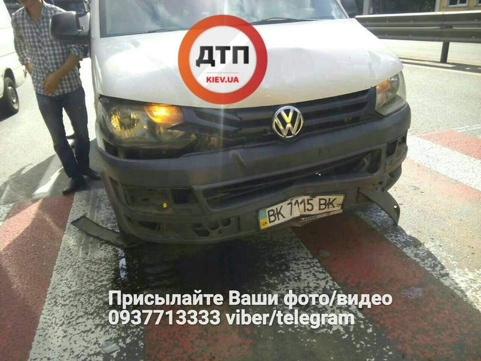 В столице произошла крупная авария: Столкнулось несколько авто (Фото)