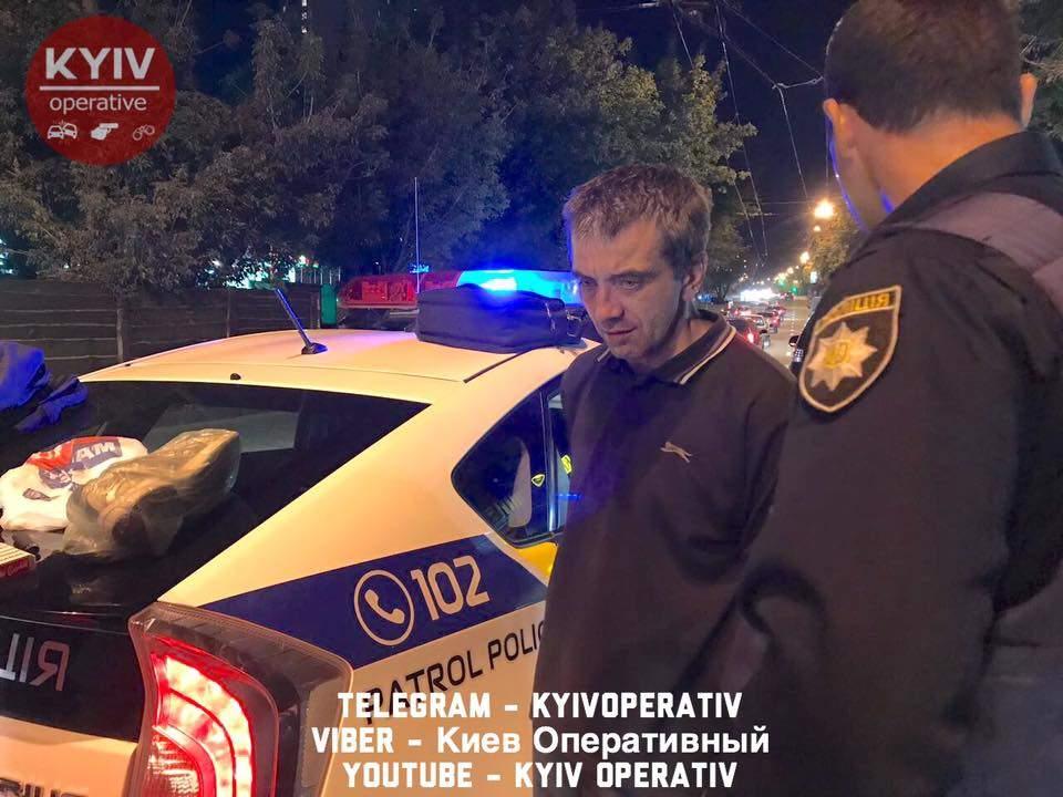 «Не робкого десятка»: в Киеве девушка «скрутила» двух карманников в маршрутке после кражи (фото)