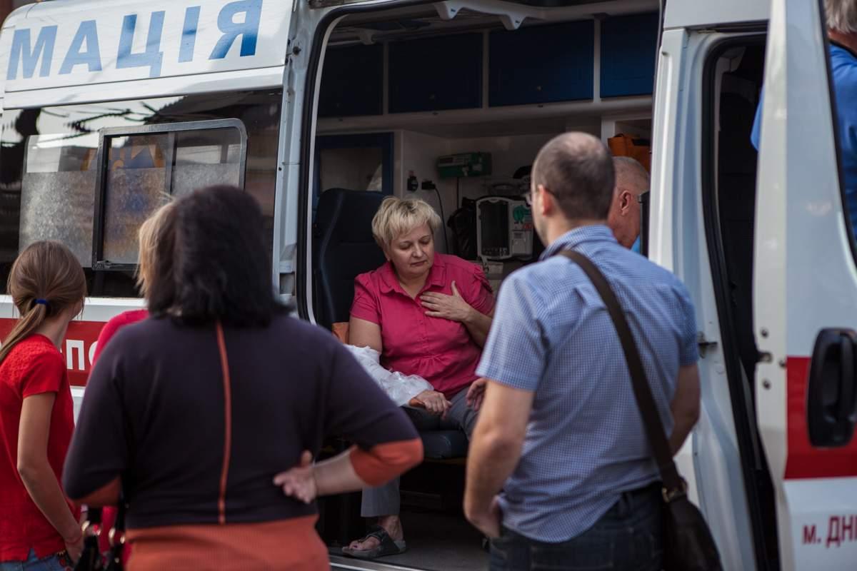 В Днепре Kia с беременной за рулём сбил на тротуаре женщину (фото)