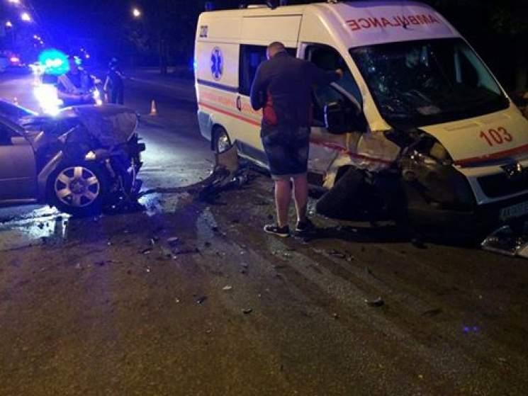 В Харькове автомобиль «Скорой помощи» попал в ДТП с несколькими потерпевшими (фото)