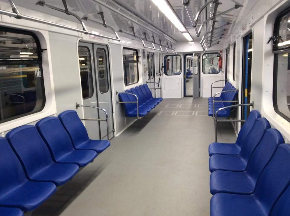 В киевском метро вагон поезда окутал густой дым