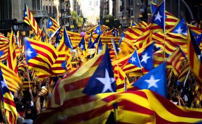 Каталонцы настаивают на проведении референдума о независимости от Испании