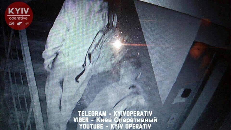 «Спортивные грабители»: в Киеве неизвестные украли из подъезда велосипеды (фото)