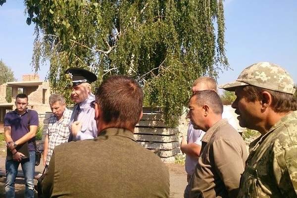 В Черкасской области толпа вооруженных мужчин попыталась захватить завод (Видео)