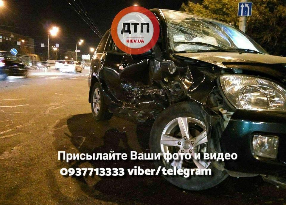 В Киеве произошло масштабное ДТП с пострадавшими (Фото)