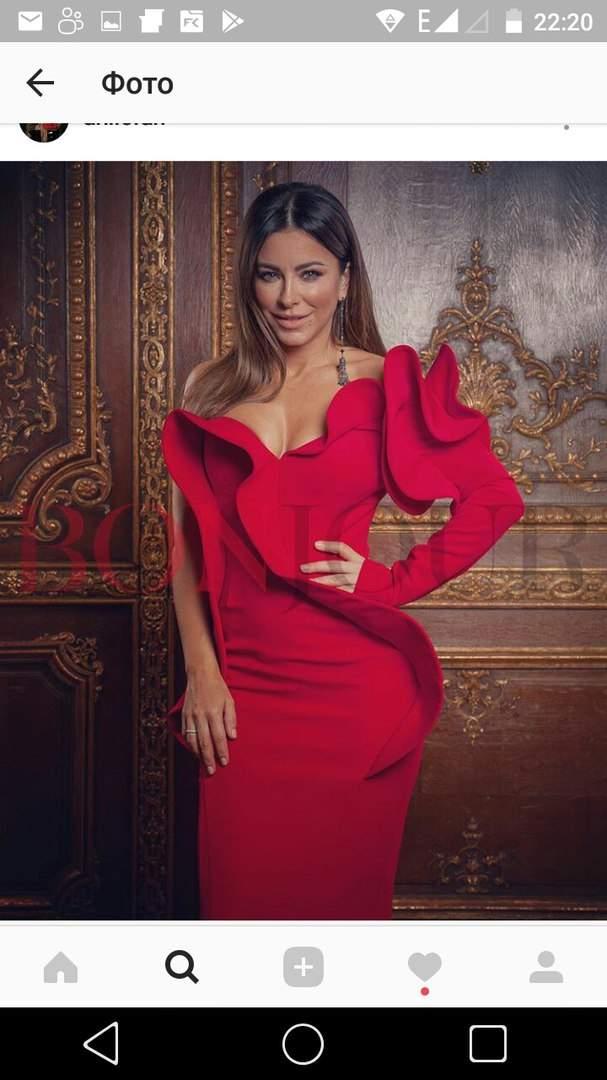 Ани Лорак в красном платье с глубоким декольте впечатлила фанатов красотой