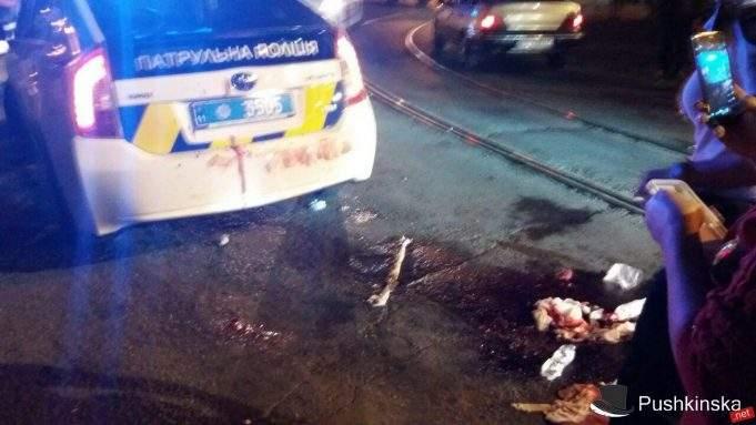 Много крови и скорая: В Одессе произошло странное ДТП, подробности которого не раскрывает полиция (Фото)