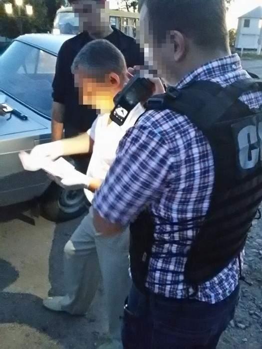 Двое работников Кировоградского райотдела полиции попались на взятке (Фото)