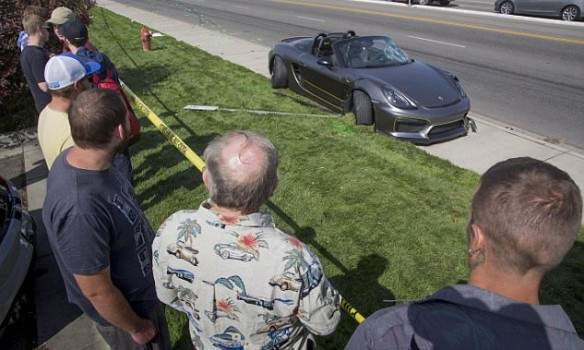 Автошоу с небывалым экстримом: в США на гонках автомобиль протаранил толпу (фото)