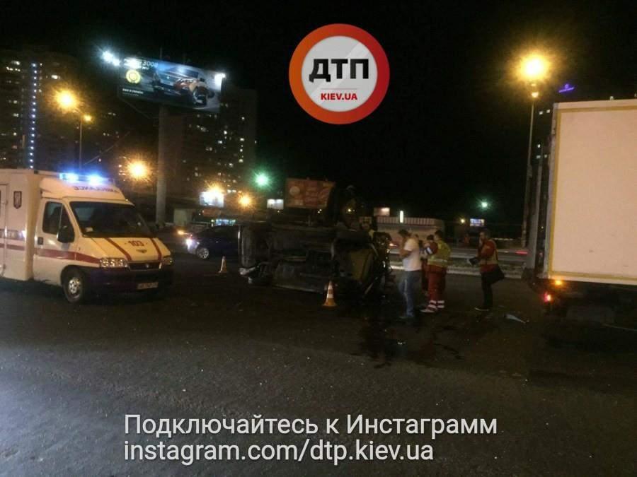 Из-за серьезного ДТП в Киеве образовалась пробка (Фото)