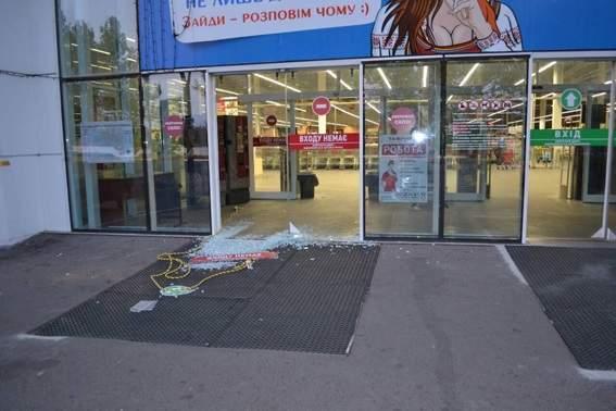 В Николаеве злоумышленники ограбили ювелирный магазин на несколько миллионов (Фото)