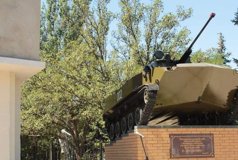 Мощный взрыв в Луганске: В центре города взорвали памятник десантникам (Фото)