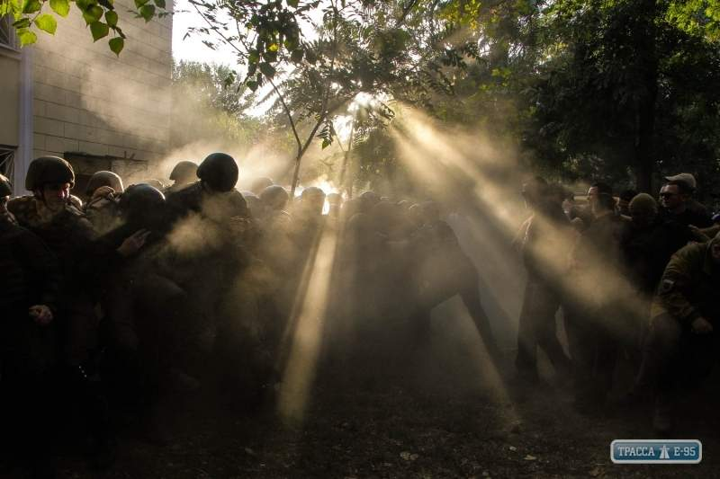 Столкновения у суда в Одессе не обошлись без пострадавших. В полиции возбудили уголовное дело (Фото)