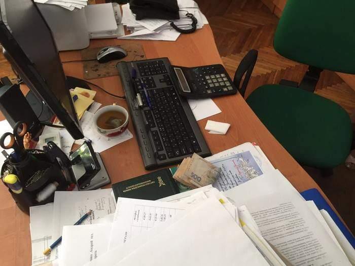 «Одним миром мазаны»: На Николаевщине на взятке «попалась» заместитель мэра (фото)