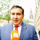«Мы кричали -  бегите вперёд!»: в Днепре Саакашвили проехался в автобусе и «почаёвничал» с поклонницей (видео)