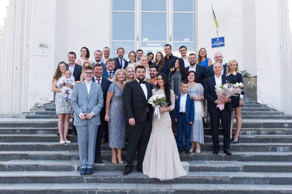 Журналисты опубликовали видеоматериалы о скандальной свадьбе сына генпрокурора (Видео)
