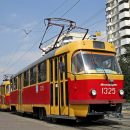 В Харькове невнимательная женщина лишилась ноги под колесами трамвая (Видео)