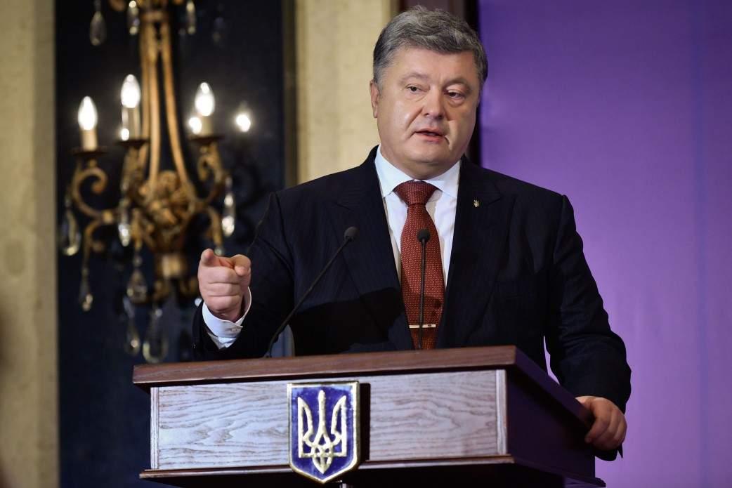 Порошенко отверг «сценарий Путина» по размещению  «голубых касок» на Донбассе