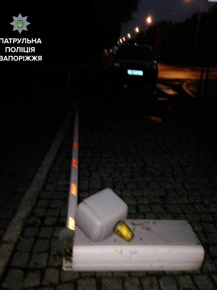 В Запорожье пьяный дебошир устроил ДТП у здания областной прокуратуры (фото)