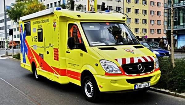 В Праге во время празднования Дня армии десантник совершил опасный маневр: есть пострадавшие