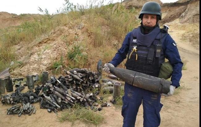 Вокруг территории военного склада под Мариуполем обнаружили 440 взрывоопасных предметов