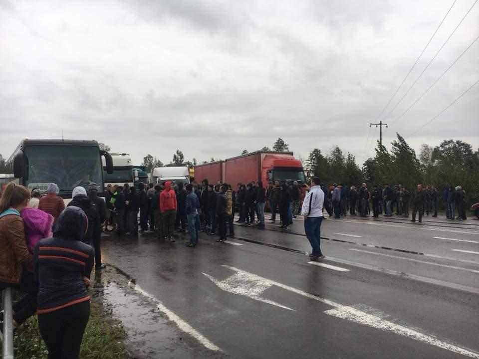 Жители Ровенской области заблокировали трассу международного значения (фото)