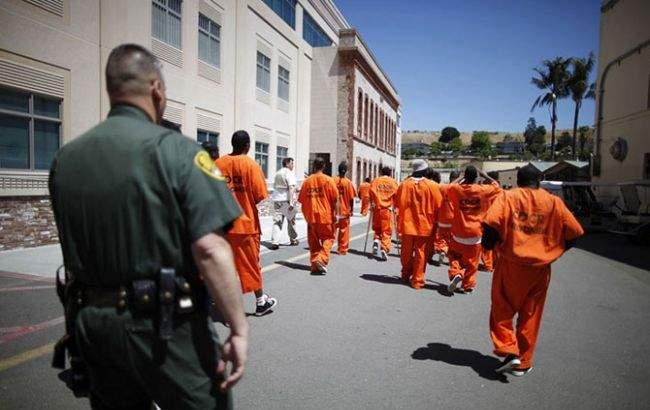 В американской тюрьме взбунтовались более сотни заключенных