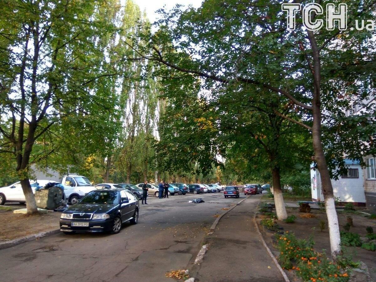 В Киеве посреди улицы найдено тело неизвестного