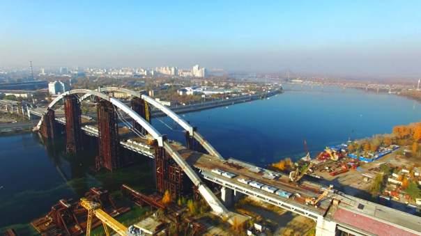 В КГГА рассматривают предложение ввести плату за проезд по Подольскому мосту