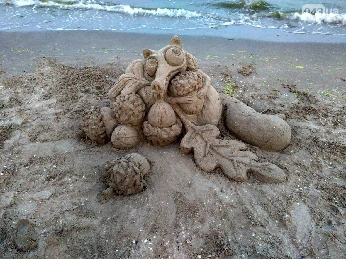 Одесситка украшает пляжи города невероятными скульптурами (Фото)