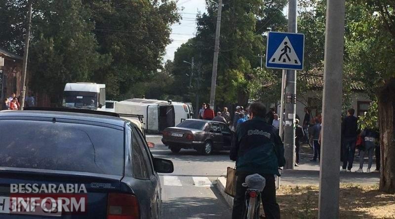 «С переворотом»: На Одесчине «Mercedes-Benz» выполнил опасный манёвр, пострадал ребёнок (фото)
