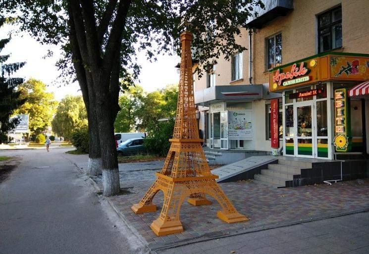 В Полтаве установили копию знаменитой парижской Эйфелевой башни (фото)