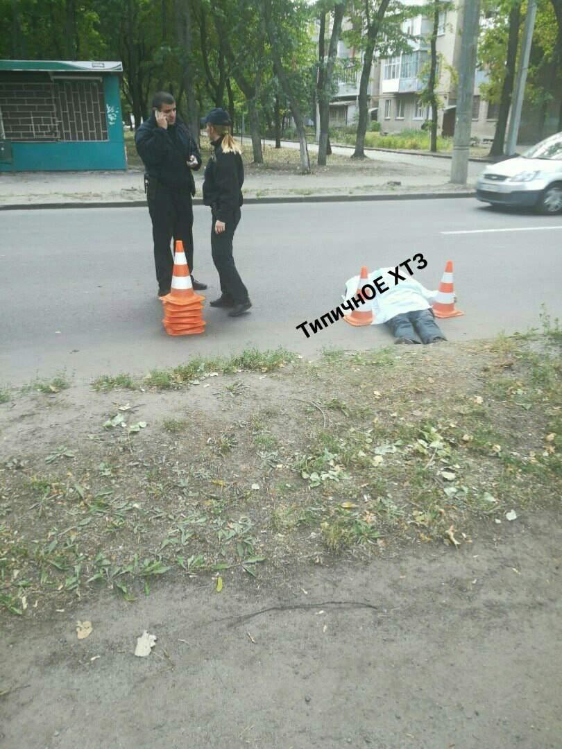В Харькове возле жилого дома сбили человека (фото)