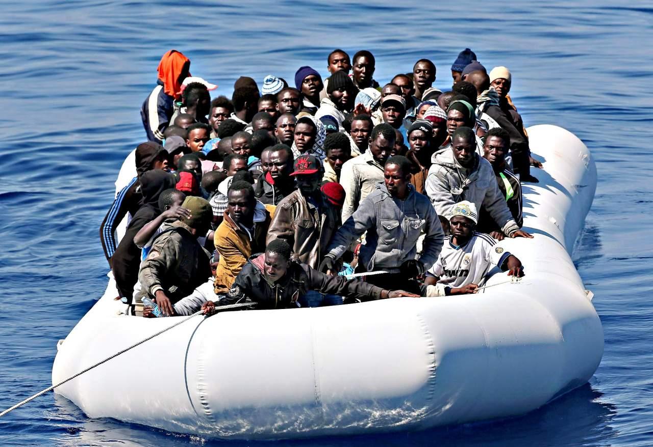 В Бенгальском заливе лодка, на которой находилось 130 человек, пошла ко дну. Есть погибшие