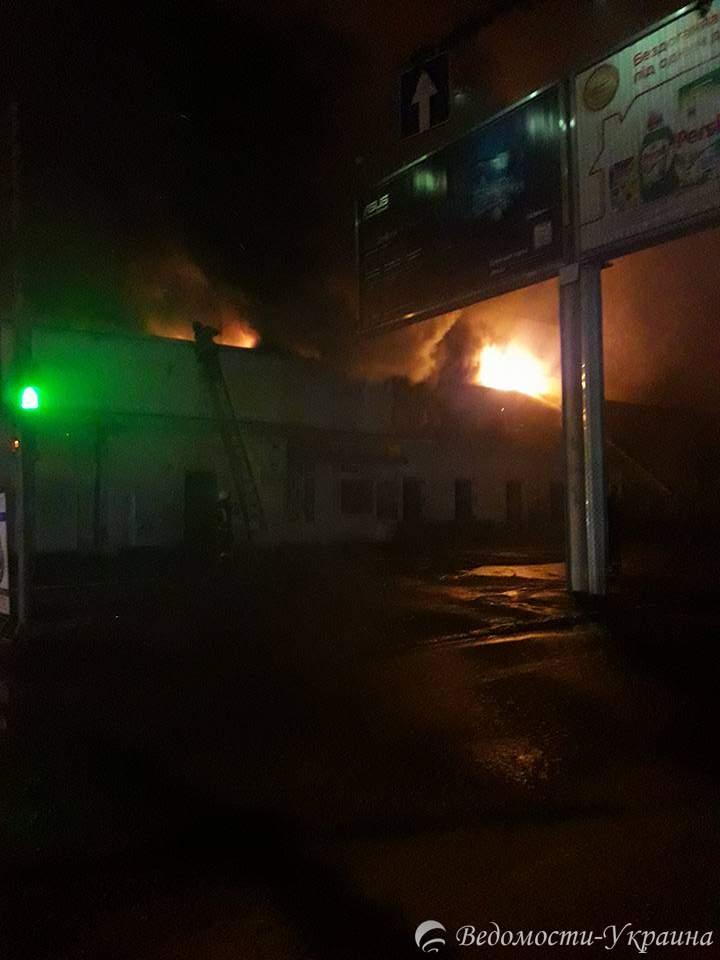 В Одессе горит жилой дом на Молдаванке
