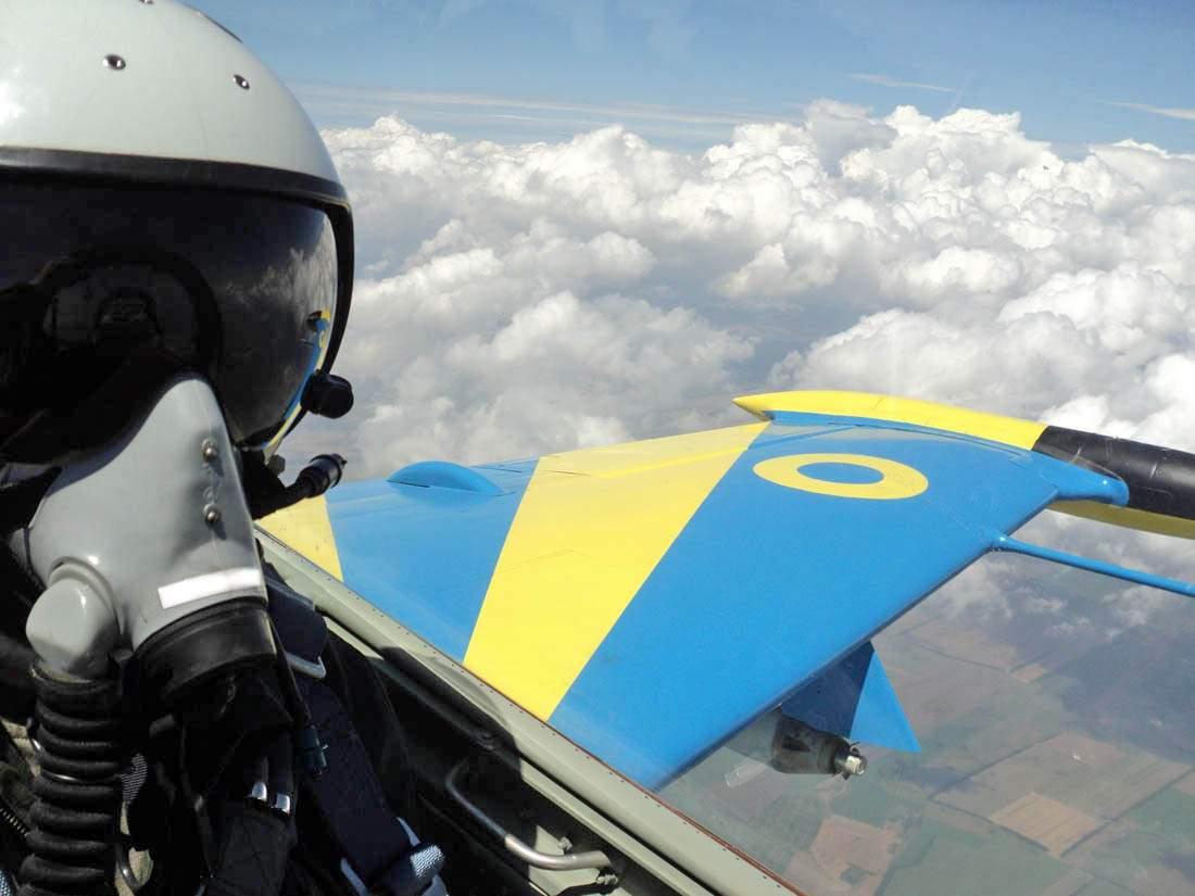 В районе города Хмельницкий упал военный самолет
